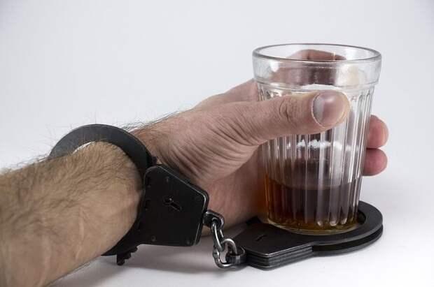 Нарколог предостерег переболевших коронавирусом от употребления алкоголя