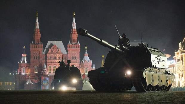 Появилось видео ночной репетиции Парада Победы в Москве