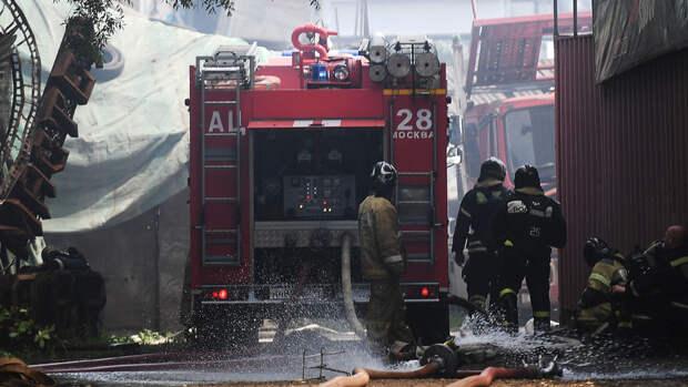Взорвавшийся жилой дом в Нижегородской области горит по всей площади