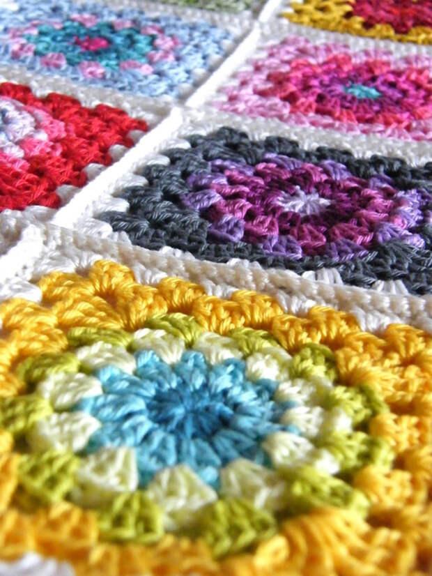 Вязание из бабушкиных квадратов. Идеи