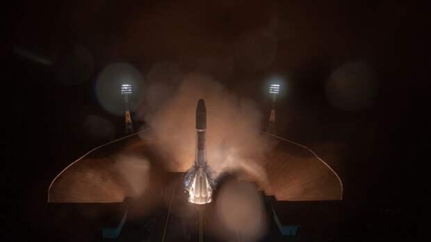 """Ракета-носитель """"Союз-2.1б"""" с 36 спутниками на борту стартовала с космодрома Восточный"""