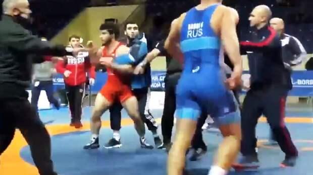 Борцы Багаев и Цолоев устроили драку на чемпионате России по вольной борьбе среди юниоров