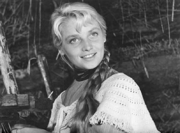 Красавица советского кинематографа, которую называли «русской Брижит Бардо».