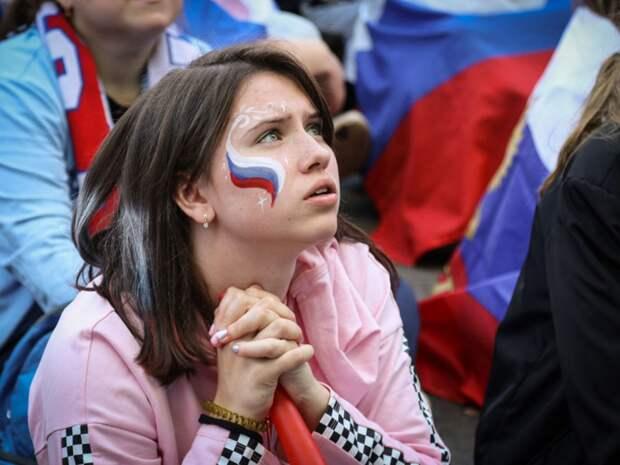 «Привет, наши парни!»: сборная России за день до начала Евро-2020 прибыла в Петербург