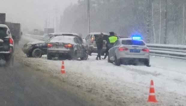 Три автомобиля столкнулись на съезде с Симферопольского шоссе в Подольске