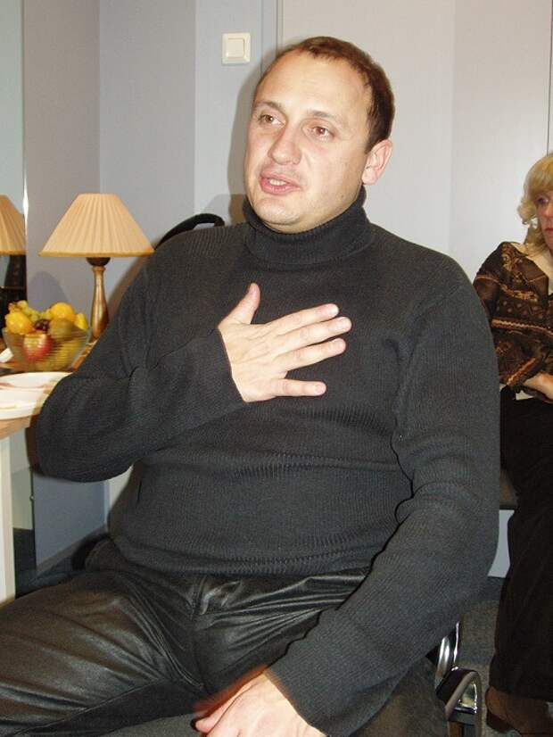 Российский эстрадный певец.
