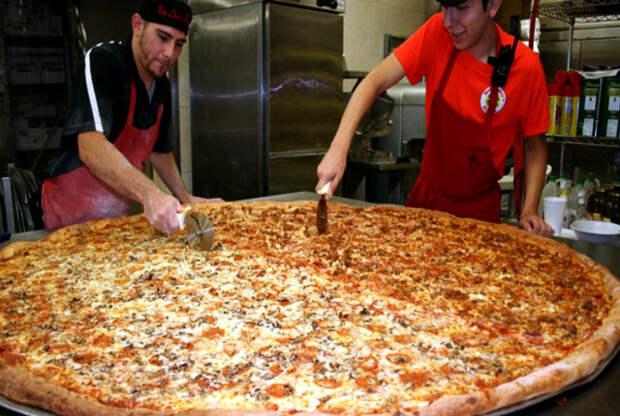 Пицца в метрах. | Фото: Texas Hill Country.