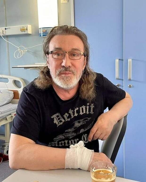 Владимир Кузьмин госпитализирован с коронавирусом: «Условия хорошие, гитара со мной»
