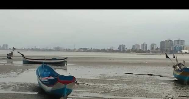 От берегов Бразилии и Уругвая отхлынула вода, а на побережье Чили обрушились огромные волны