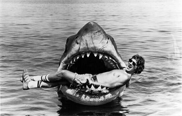 9 крутых архивных фото со съемок фильма «Челюсти»