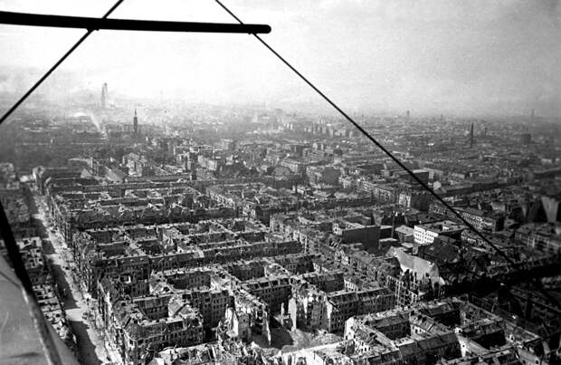 Как американцы Берлин бомбили