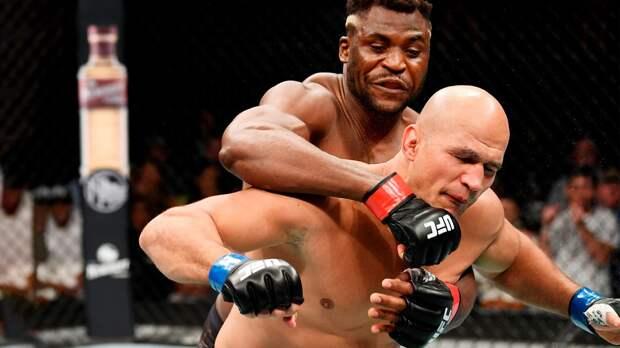 Тяжеловес Нганну вырубил двух бывших чемпионов UFC подряд. Они непродержались идвух минут
