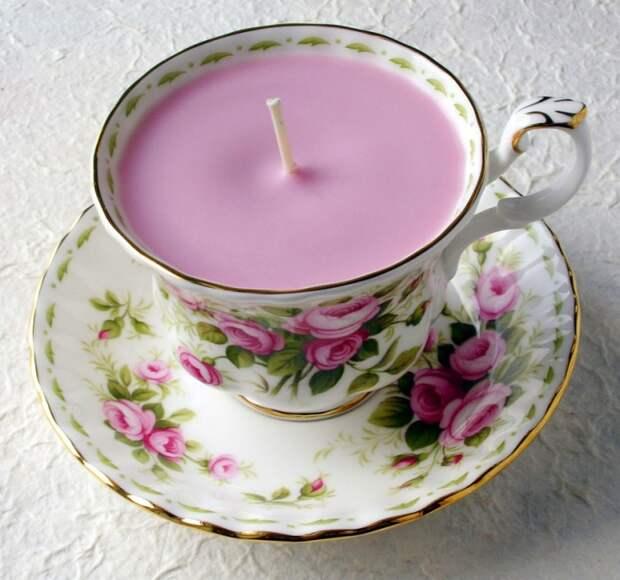 Свеча в чашке.