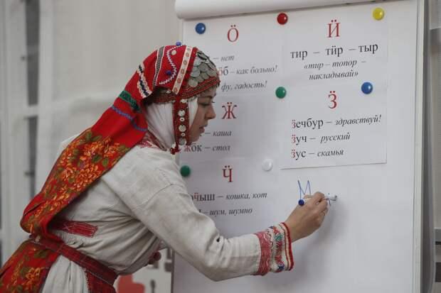 В Удмуртии наблюдают отток желающих изучать родные языки