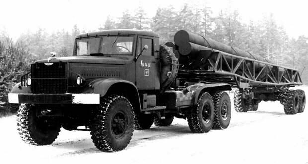 Опытный автопоезд КТ-214-40П с трубчатыми имитаторами длинномерных ракет (из архива НИИЦ АТ) авто, автопоезд