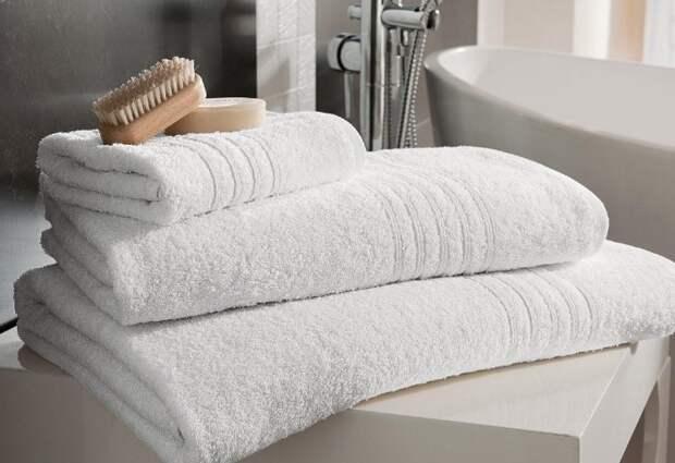 Придерживайте правил ухода и ваши полотенца долго будут белыми и мягкими / Фото: veselosite.com