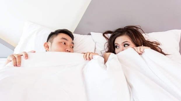 Жириновский назвал глупой традицией привычку мужа спать с женой в одной кровати
