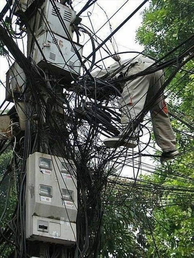 А что, если у электрика не несколько жизней, а одна? Опасно для жизни, напряжение, необычно, прикол, шутки с электричеством, электрик, электрики, юмор