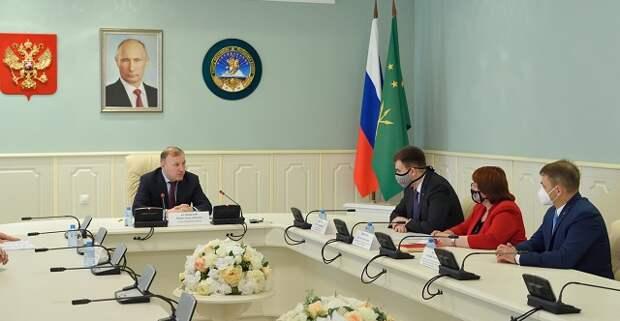 Глава Адыгеи провел встречу с генеральным секретарем Федерации бокса России