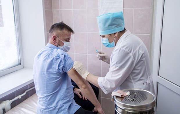 Наночерви в масках и чипирование вместо вакцинации: названы главные фейки о COVID-19
