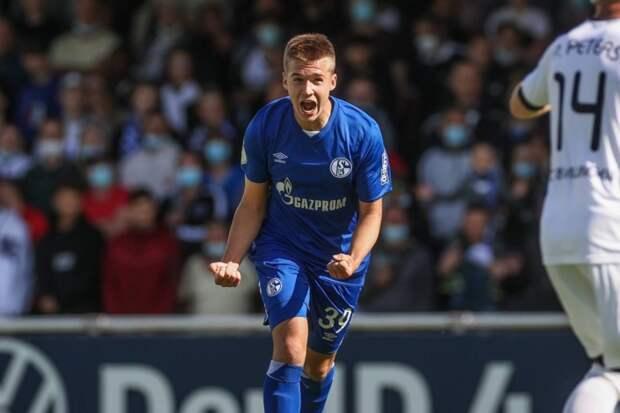 18-летний хавбек «Зенита» забил первый гол за «Шальке» в матче Кубка Германии. Любопытно, когда юный футболист вышел бы в основе «Зенита»?