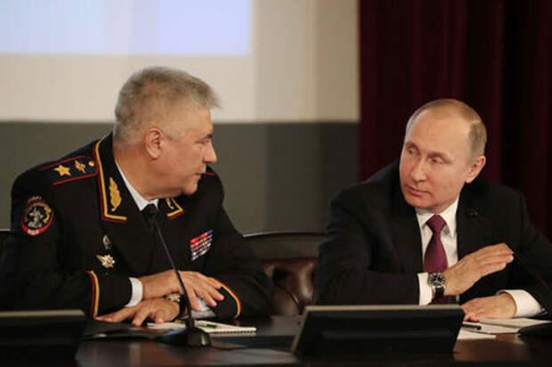 Путин призвал МВД сотрудничать с активистами на дорогах