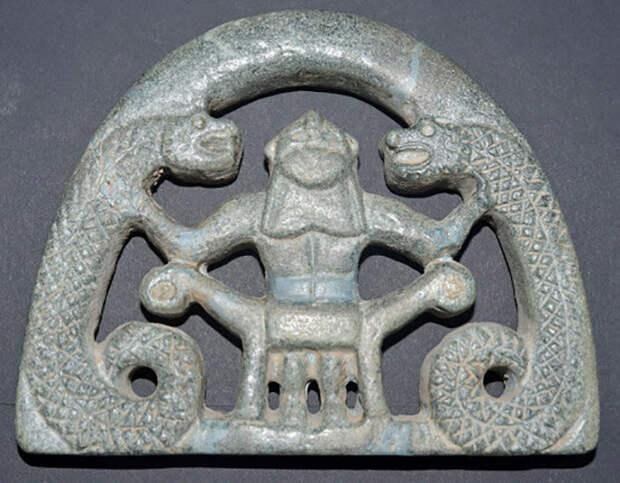 При раскопках, несмотря на разорение, было обнаружено множество удивительных артефактов.