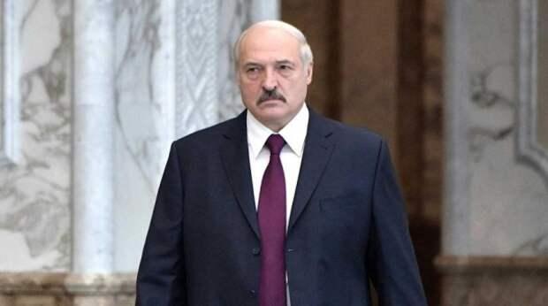 Назло Кремлю: Лукашенко рассчитывает на назарбаевский транзит власти