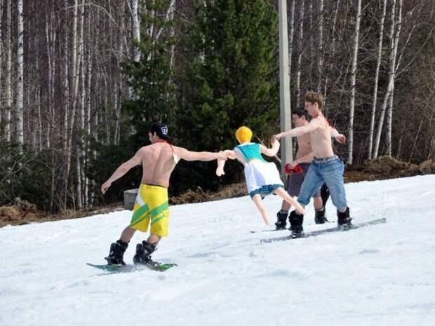 В купальнике на лыжах гора, девушки, купальник, курорт, лыжи, сноуборд, спуск