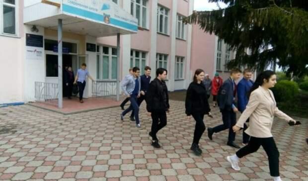 Школу в Казани эвакуировали после сообщений о заложенной в ней бомбе