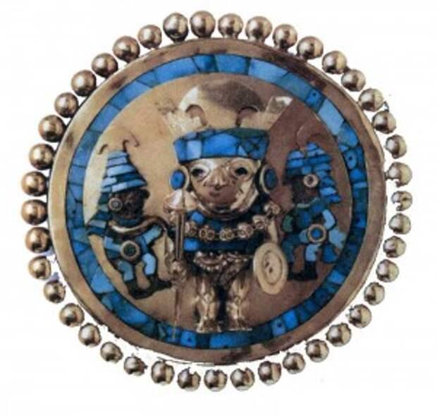 Золотые наушники, найденные в первой гробнице, украшены мозаикой из бирюзы и перламутра