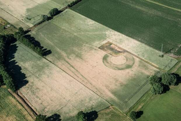 Загадочные круги на полях могут быть древними цитаделями