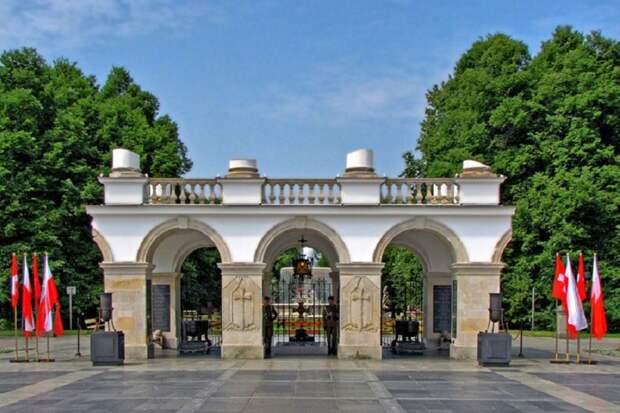 В Варшаве сравняют с землей Могилу неизвестного Солдата