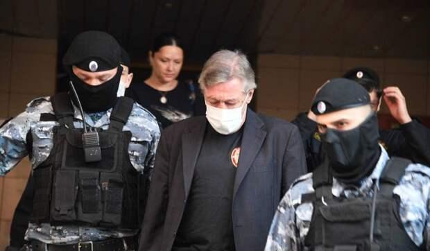 Семья Ефремова намерена подать на Пашаева в суд за мошенничество