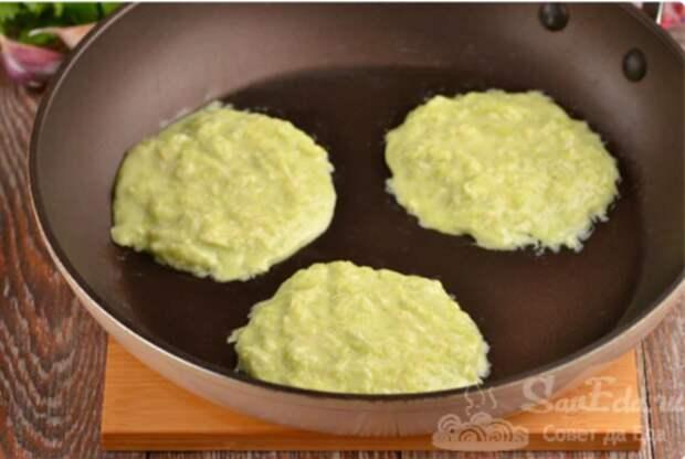 Двухслойные оладьи из кабачков. Таким способом они всегда получаются пышными и вкусными!