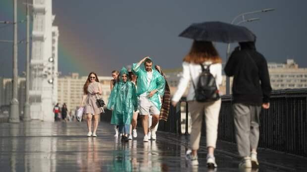 Град, гроза и ливень надвигаются на Москву
