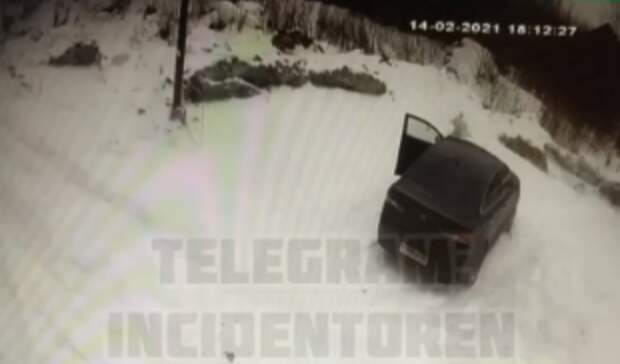 Нападение мужчины с топором на женщину в оренбургском СНТ попало на видео