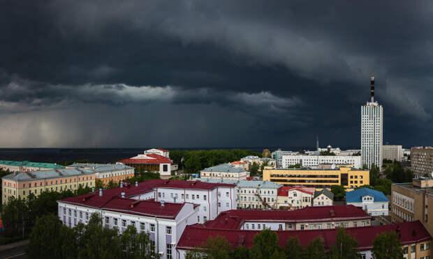 На Архангельск надвигается гроза, ливень и град