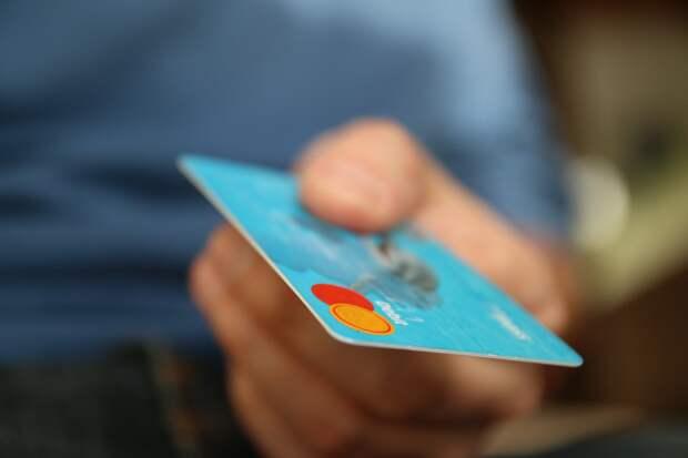 Российские банки стали реже выдавать кредитные карты