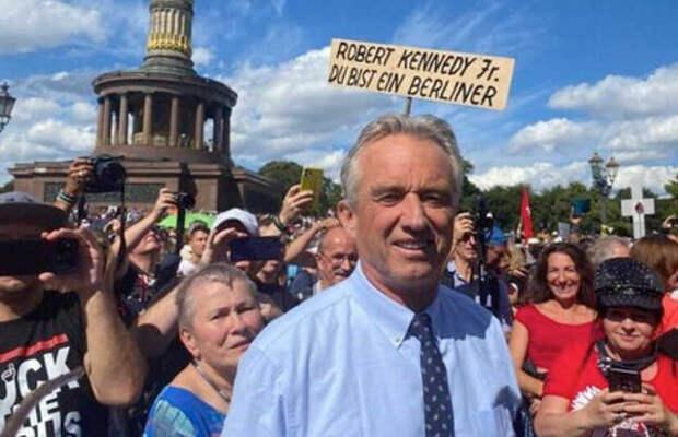Племянник убитого американского президента Дж.Кеннеди, возбуждает протестующих в Берлине
