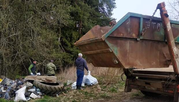 Более 12 кубометров мусора собрали жители в деревне Булатово Подольска