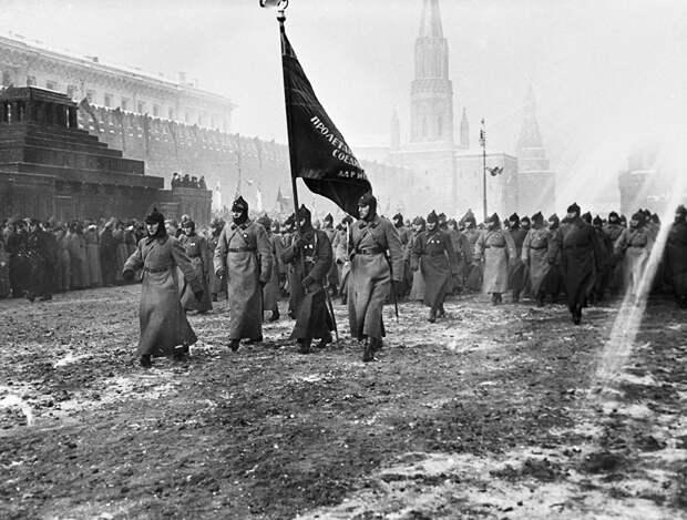 Парад на Красной площади в честь Октябрьской революции. 1927 год