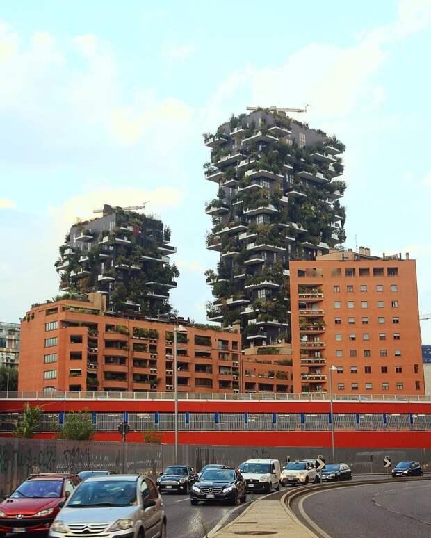 Вот, на каких балконах Милана (Италия) можно отлично развернуться балкон, балконы, на балконе, прикол, че за хрень на балконе?, юмор