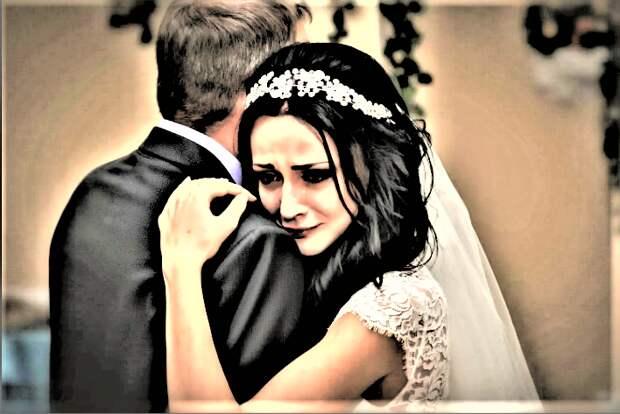 Отец жениха не знал как себя вести, когда впервые увидел невесту сына. Именно с ней он недавно развлекался в своем кабинете.