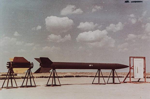 Рассекречены фотографии испытаний первых российских ракет с ядерным оснащением