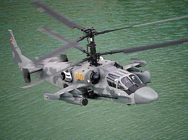 Еще один ударный вертолет родом из России, Ка-52 или «Аллигатор», может подниматься на высоту более 5000 м и развивать максимальную скорость 300 км/час. «Аллигатор» способен взлетать и приземляться в условиях экстремально низких и экстремально высоких температур.