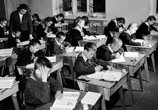 Советская система образования считалась одной из самых эффективных. /Фото: avatars.mds.yandex.net