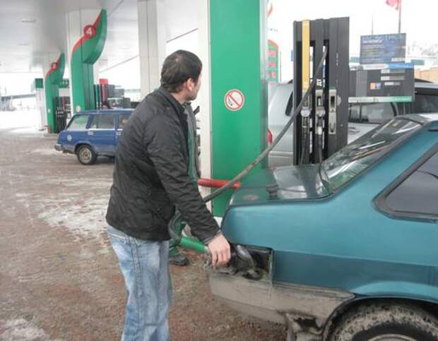 Как провести очистку топливного насоса и бака в автомобиле