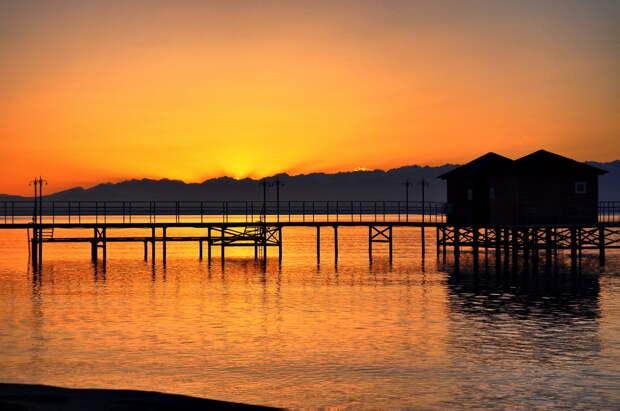 Закат на озере Иссык-Куль