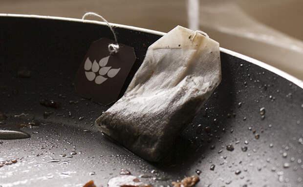 Отмываем самую грязную сковороду чайным пакетиком